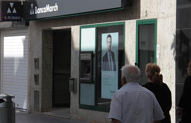 Banca march pide a un cliente de lanzarote que renuncie a for Oficinas banca march palma