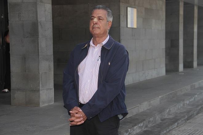 El exalcalde de Yaiza (Lanzarote) José Francisco Reyes ha sido condenado a casi 6 años de cárcel