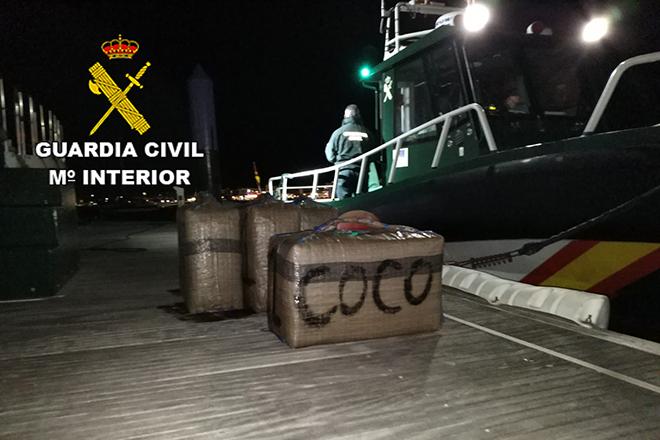 Resultado de imagen de Interceptada una embarcación neumática con hachís que se dirigía a Lanzarote