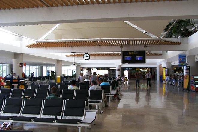 Somos critica sueldos de 780 euros en las oficinas de for Oficina turismo lanzarote